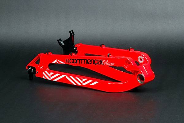REAR TRIANGLE SUPREME DH V2 RED, WITH HANGERS, AXLE & DISC MOUNT, 201
